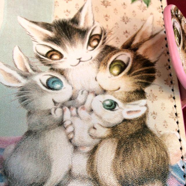 猫のダヤンのブック型スマホケースうさぎの表側のクローズアップ画像