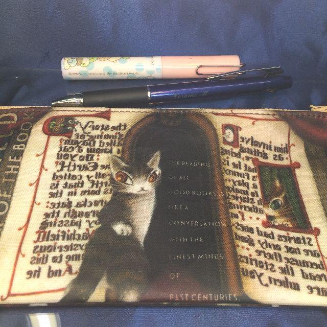 猫のダヤンのペンポーチ「本の劇場」柄の全体画像