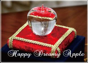クリスタル製 幸せのリンゴ HappyDreamyApple 名入れ 彫刻 リングピロー