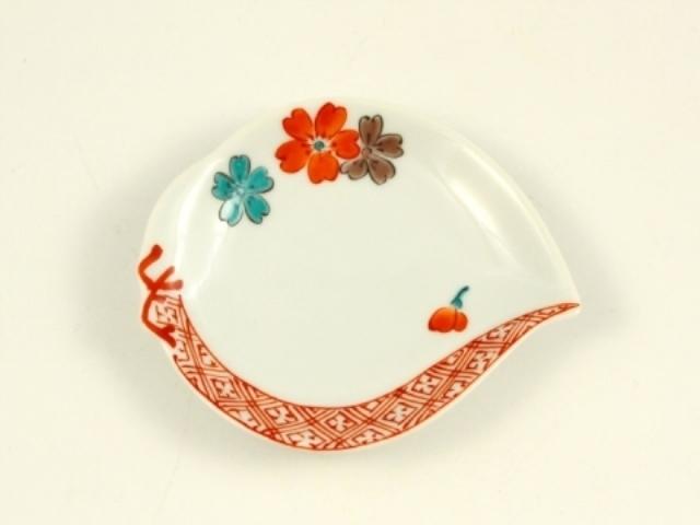 赤絵地紋桜 桃型手塩皿