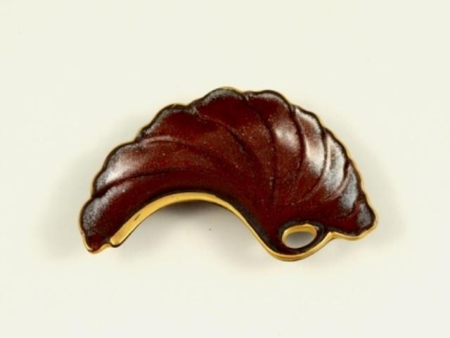 鉄釉金 銀杏型手塩皿