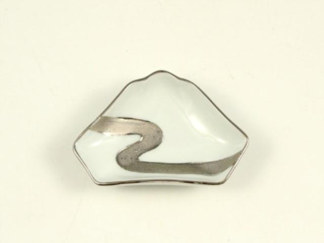 白プラチナ流水 富士山型手塩皿