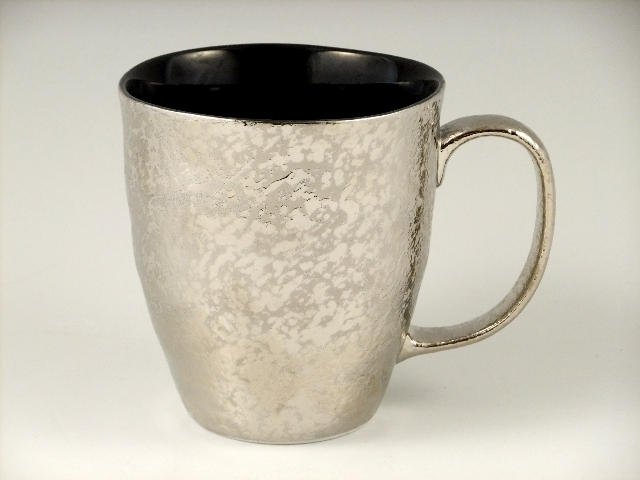 プラチナ濃黒釉掛分 波渕マグカップ
