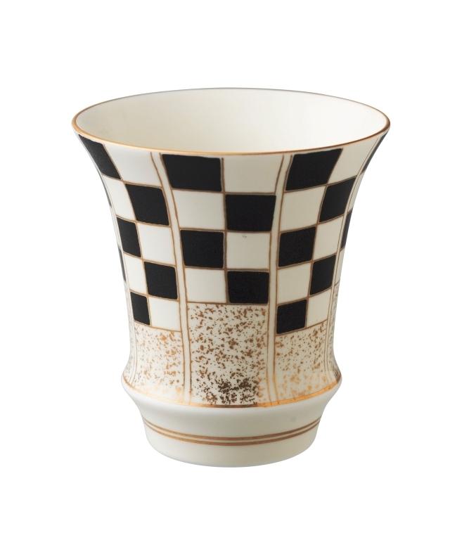 【有田焼 匠の蔵】祝い市松・黒(反) SAKE GLASS