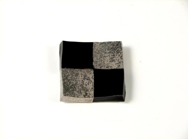 黒釉プラチナ市松 正角箸置