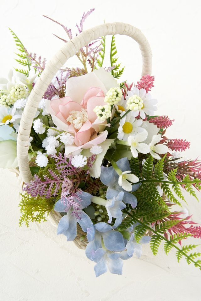 【造花カゴアレンジメント】バラとブバリアのバスケット