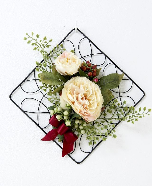 【造花 アーティフィシャルフラワー・オリジナルワイヤーベース壁掛けアレンジメント】クラリッサ