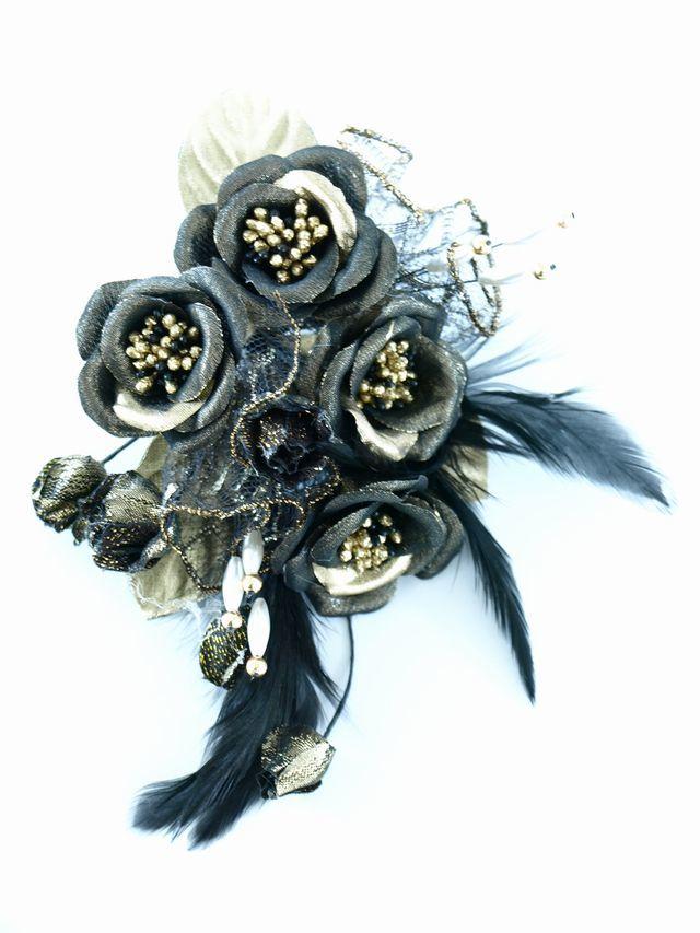 【アートフラワー・染花 コサージュ】ミニバラのコサージュ(ブラックゴールド)