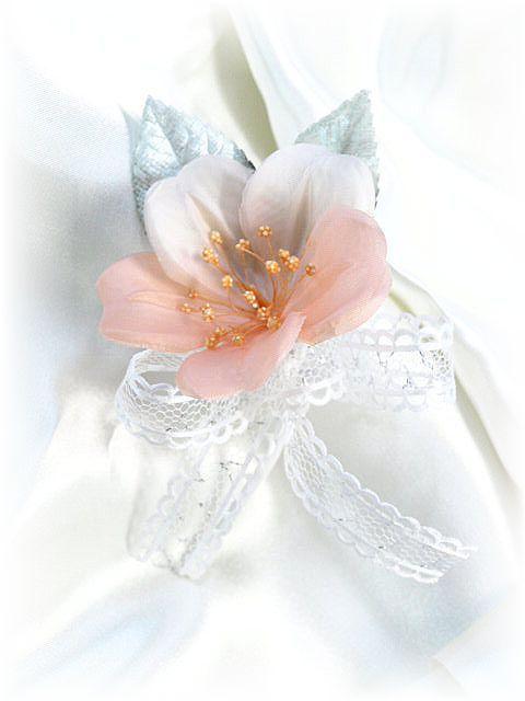 ブライダルフラワーのミニコサージュ(オレンジ)
