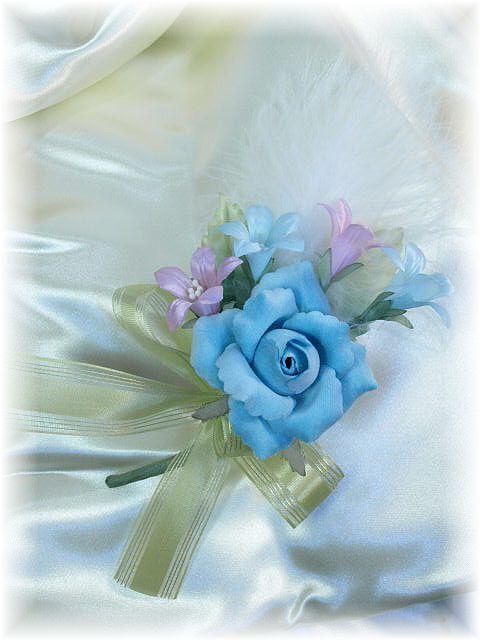 ベルベットローズのコサージュ(ブルー)