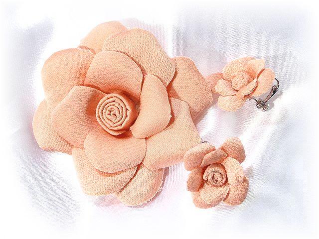 和風のコサージュ&髪飾りとイヤリングセット(野薔薇B)ピンク