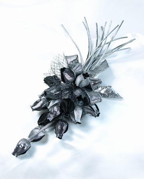 つぼみ花のコサージュ(ブラックシルバー)