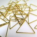 トライアングル三角形チャーム ブラスパーツ コンポーネント(24mm)幾何学・ジオメトリックアクセサリー(真鍮・ゴールドカラー)(20個)