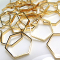 ブラスパーツ コンポーネント ヘキサゴン6角形チャーム(22mm)幾何学・ジオメトリックアクセサリー(真鍮・ゴールドカラー)(15個)