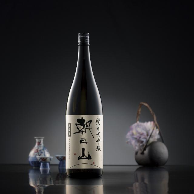 新潟の酒米越淡麗を使用した香り高い純米大吟醸「朝日山」