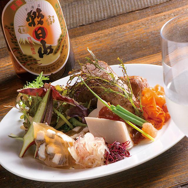 素材の味を引き立てる日本酒「朝日山 千寿盃」