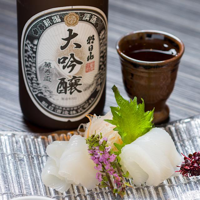 お刺身に辛口の大吟醸「朝日山 萬寿盃」