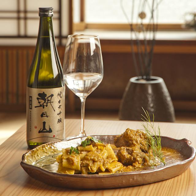 洋食と香りが調和する「朝日山 純米大吟醸 越淡麗」