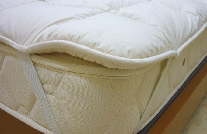 「安井オリジナル」冬暖かく夏さわやか「クロイ加工英国羊毛使用」ベッドパッド