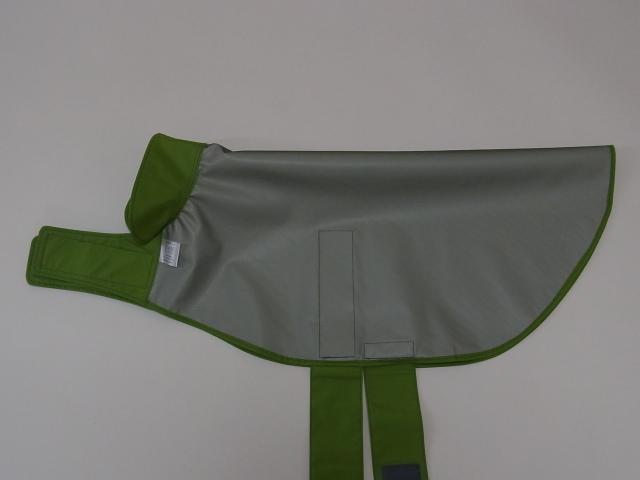 ラブラドールレトリバーのレインコート 防水加工