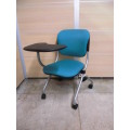 オカムラ テーブル付き会議用椅子 KC-008