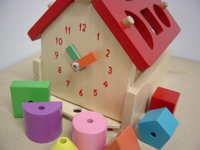 あそびのおうち パズル、ひも通し、積木、時計、ビーズ◎