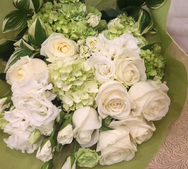 白バラ花束