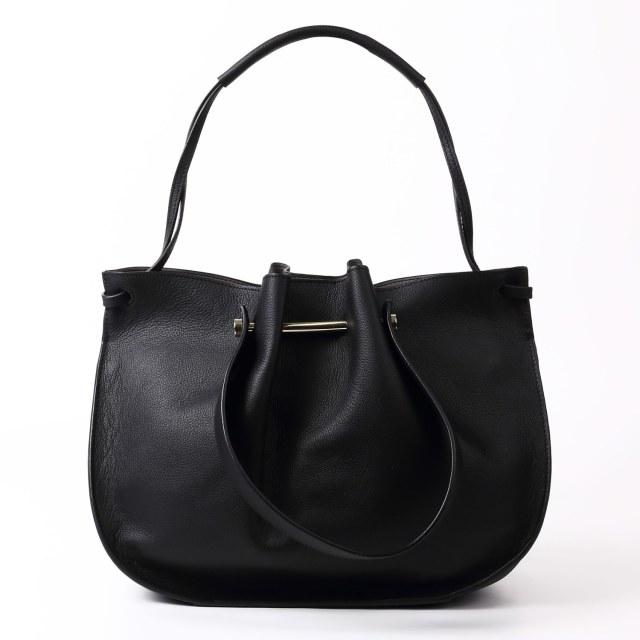 BARCLAY CLUB(バークレークラブ)フェミニンな雰囲気の中に、カジュアル感も感じられるデザインバッグ。 ブラック
