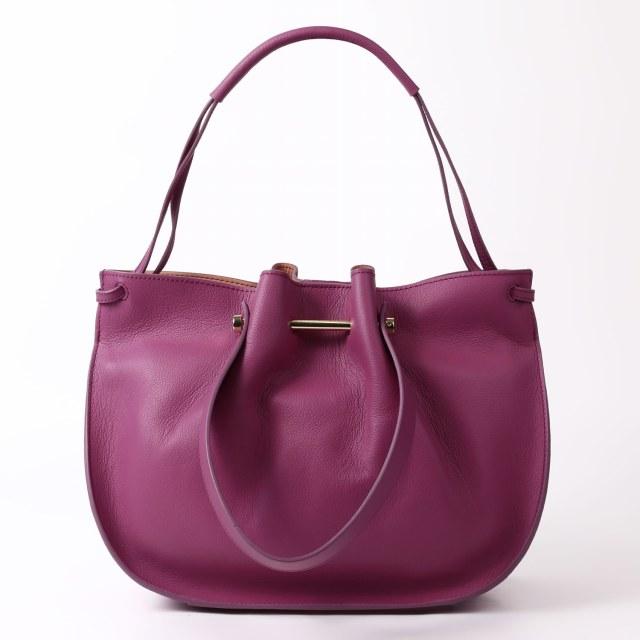 BARCLAY CLUB(バークレークラブ)フェミニンな雰囲気の中に、カジュアル感も感じられるデザインバッグ。 パープル