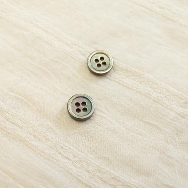 黒蝶貝 貝ボタン#00017 4穴10mm