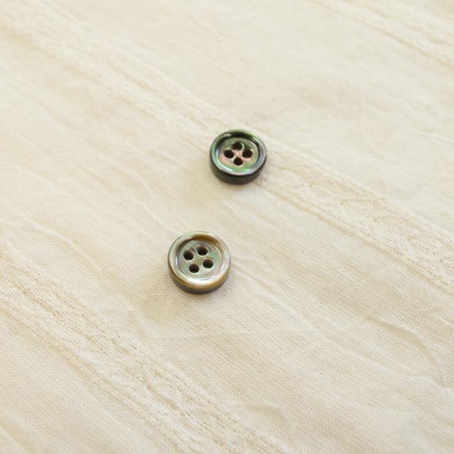 黒蝶貝 貝ボタン#00017 4穴9mm