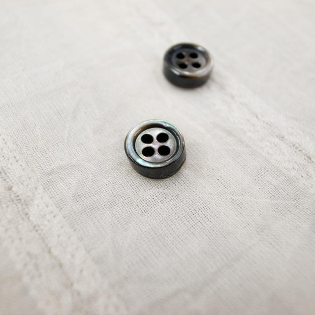 【厚みのあるボタン(4mm厚)】黒蝶貝 貝ボタン#00017 4穴 9mm