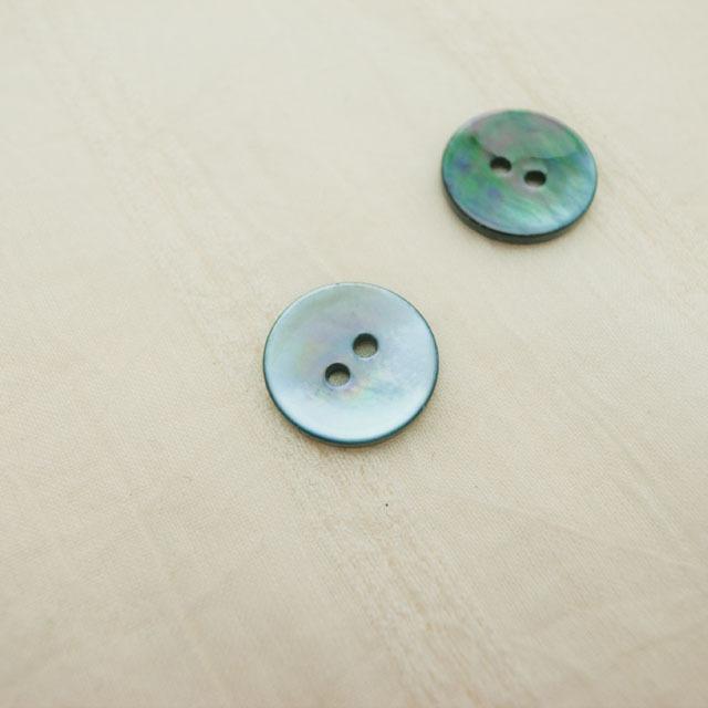 【丸型(染めボタン)】黒蝶貝 貝ボタン#00104 2穴15mm C/#L.BLUE