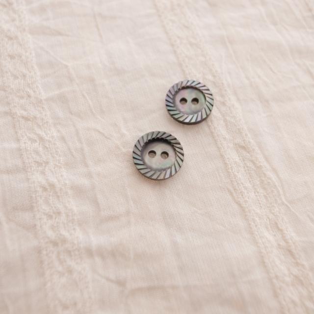 【丸型(定番 縄目)】黒蝶貝ボタン#00220 2穴10mm
