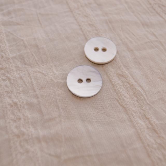【丸型(定番)】黒蝶貝ボタン#0N104 2穴11.5mm