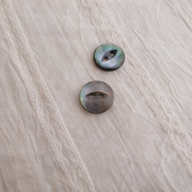 【丸型(デザイン キャッツアイ)】黒蝶貝ボタン#bt037 2穴13mm