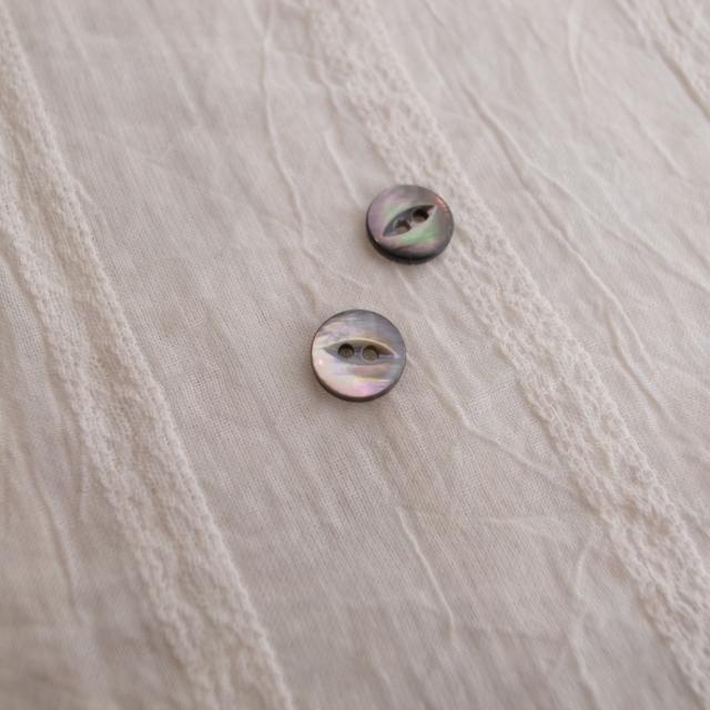 【丸型(デザイン キャッツアイ)】黒蝶貝ボタン#bt037 2穴9mm