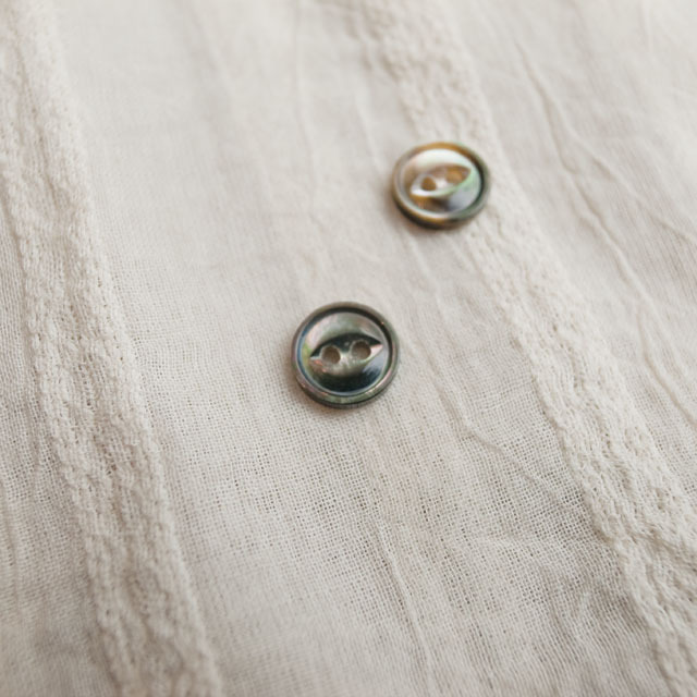 【丸型(デザイン キャッツアイ)】黒蝶貝ボタン#bt038 2穴10mm