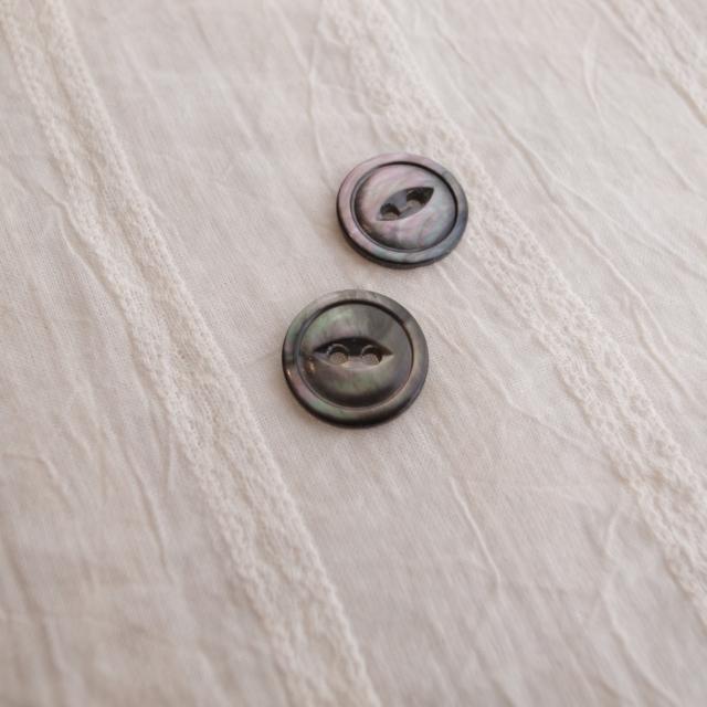 【丸型(デザイン キャッツアイ)】黒蝶貝ボタン#bt038 2穴15mm