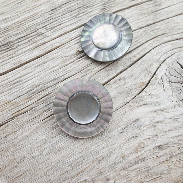 黒蝶貝ボタン 花のボタン