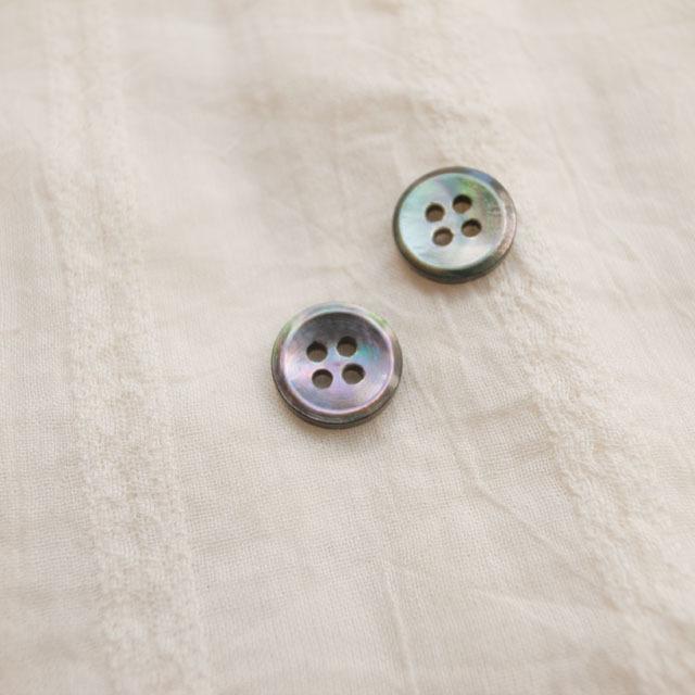 【丸型(定番 シンプルデザイン)】黒蝶貝ボタン#bt137 4穴11.5mm