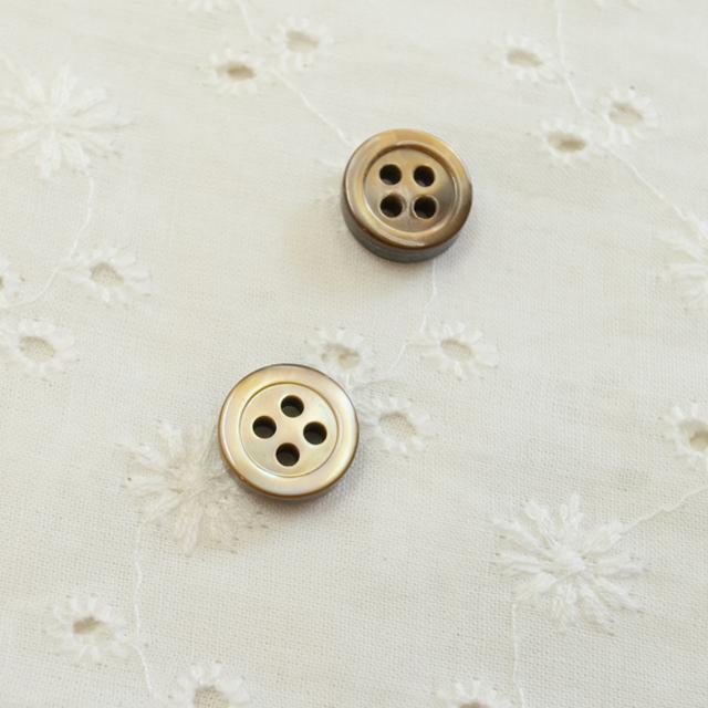 【厚みのあるボタン(3mm厚)】茶蝶貝 貝ボタン#00017 4穴10mm