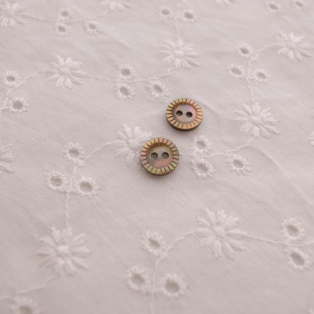 【丸型(定番 キザミ)】茶蝶貝ボタン#00180 2穴9mm