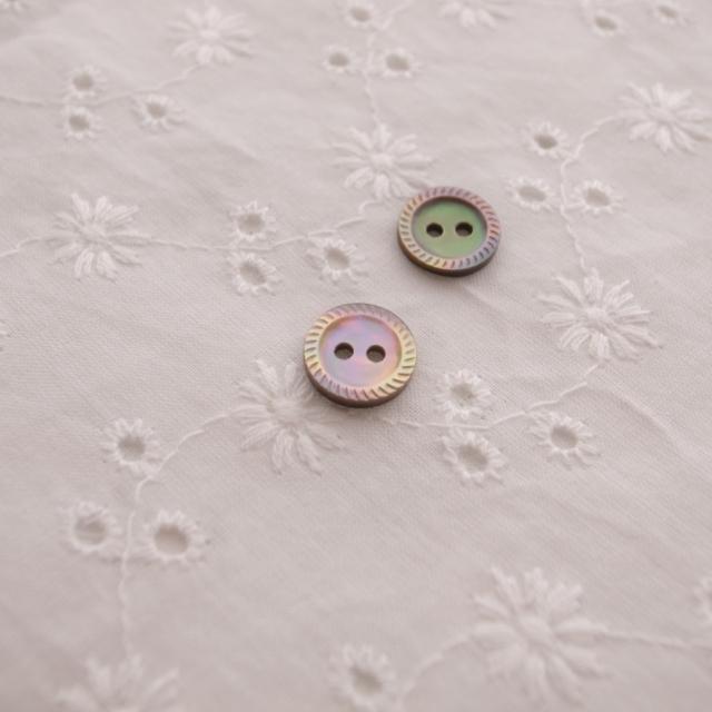 【丸型(定番 縄目)】茶蝶貝ボタン#00220 2穴10mm