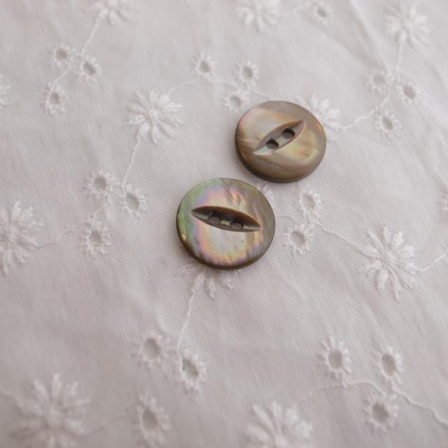 【丸型(デザイン キャッツアイ)】茶蝶貝ボタン#bt037 2穴15mm