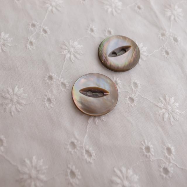 【丸型(デザイン キャッツアイ)】茶蝶貝ボタン#bt037 2穴18mm