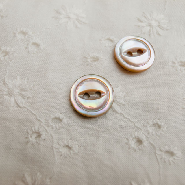 【丸型(デザイン キャッツアイ)】茶蝶貝ボタン#bt038 2穴13mm