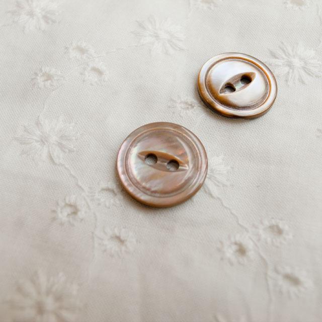 【丸型(デザイン キャッツアイ)】茶蝶貝ボタン#bt038 2穴15mm