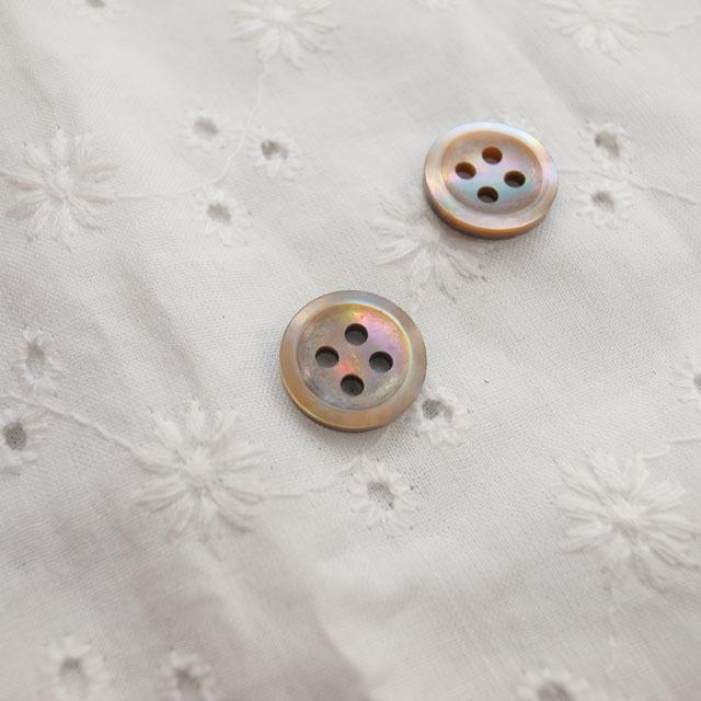 【丸型(定番 シンプルデザイン)】茶蝶貝ボタン#bt137 4穴11.5mm