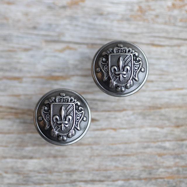 百合の紋章ボタン